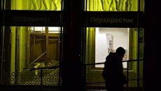 Разбитые стекла в магазине Перекресток в Санкт-Петербурге, где произошел взрыв. Архивное фото