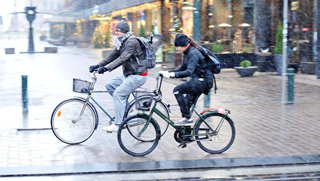 Жители города Хельсинки, Финляндия. Архивное фото