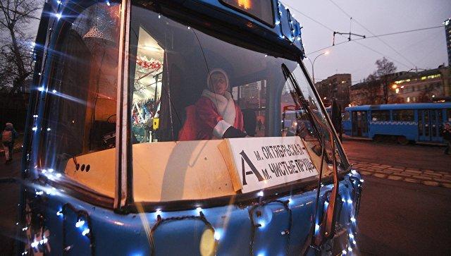Новогодние трамваи начали курсировать встолице