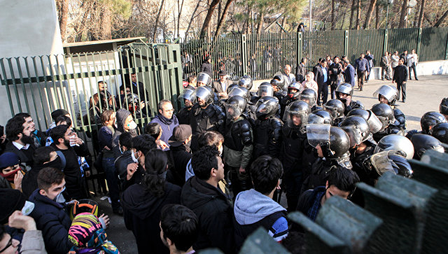 Совбез Ирана возложил вину за протесты на Вашингтон, Лондон и Эр-Рияд