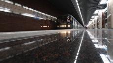 Поезд прибывает на станцию метро Ховрино. 31 декабря 2017