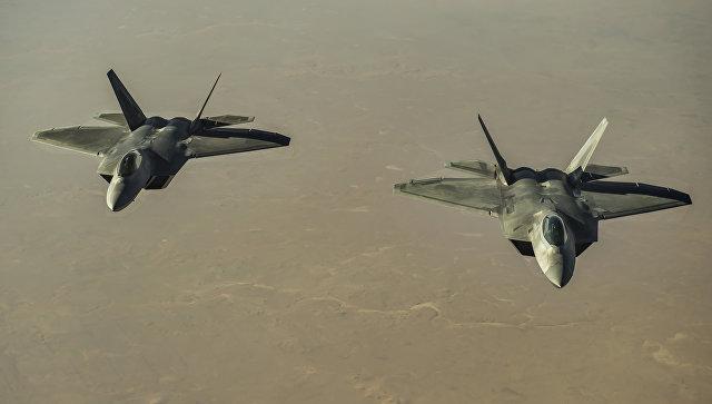 Американские истребители F-22 Raptor над территорией Сирии. Архивное фото