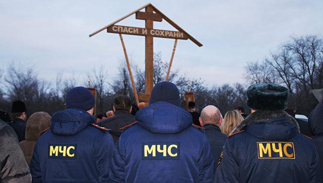 Шестиметровый поклонный крест, привезенный из Санкт-Петербурга, установлен в Славяносербском районе у линии соприкосновения в самопровозглашенной ЛНР. 9 января 2018