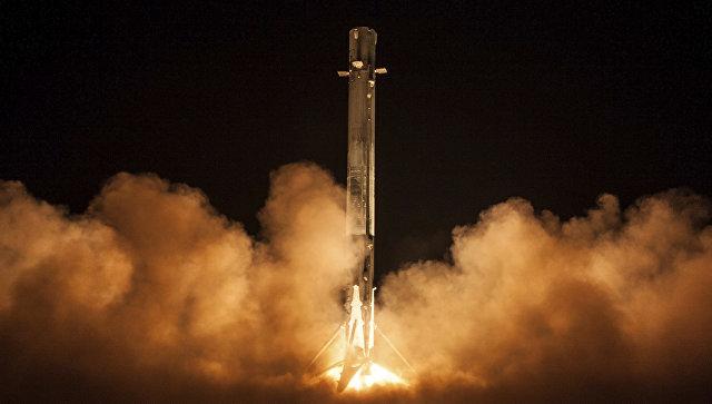 Запуск ракеты Falcon 9 на мысе Канаверал со спутником Zuma в США. 7 января 2018