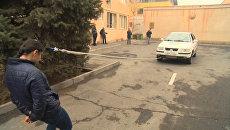 Девушка из Армении протащила прикрепленный к её волосам автомобиль
