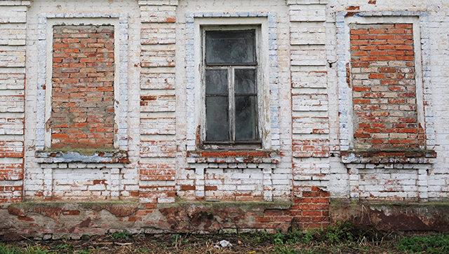 Суд обязал многодетную семью замуровать окна вдоме