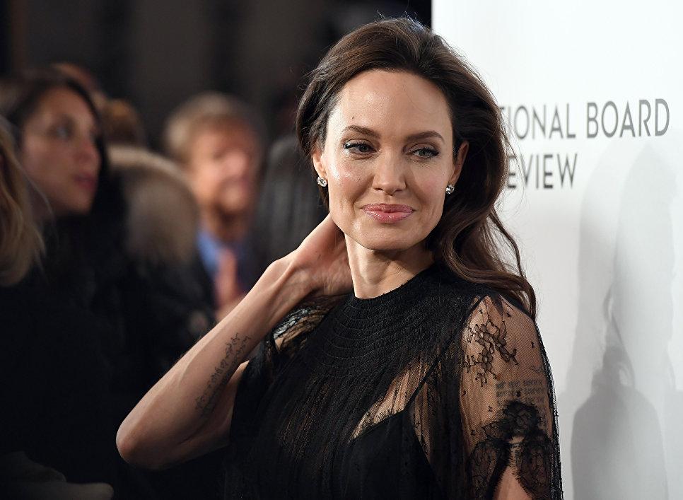 Актриса Анджелина Джоли на торжественной церемонии вручения наград Национального совета кинокритиков США в Нью-Йорке