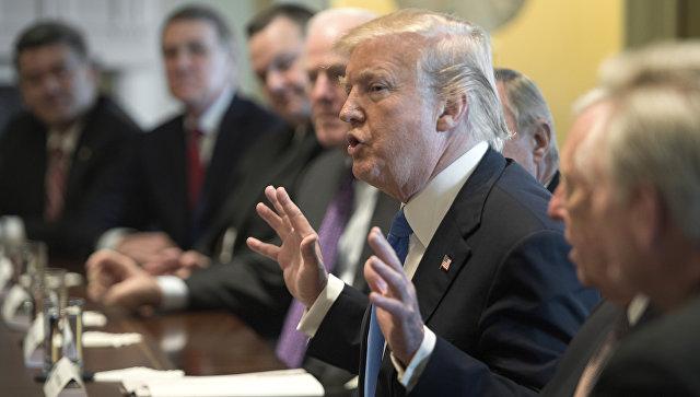 Президент США Дональд Трамп во время встречи с конгрессменами по вопросам иммиграционной политики в Вашингтоне. 9 января 2018
