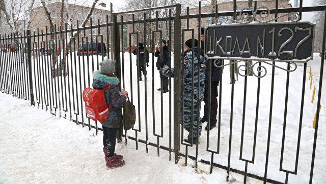 Вход на территорию школы в Перми. 15 января 2018