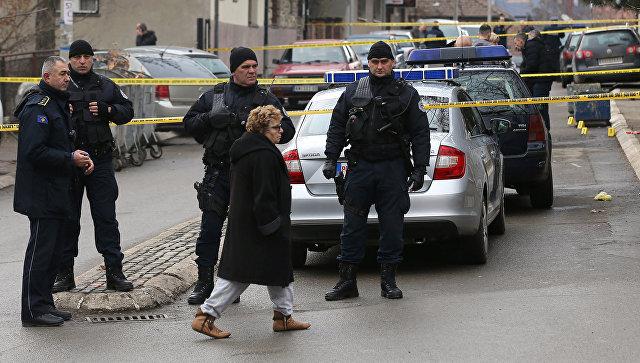 Полицейские на месте убийства политика Оливера Ивановича в Косовска-Митровице