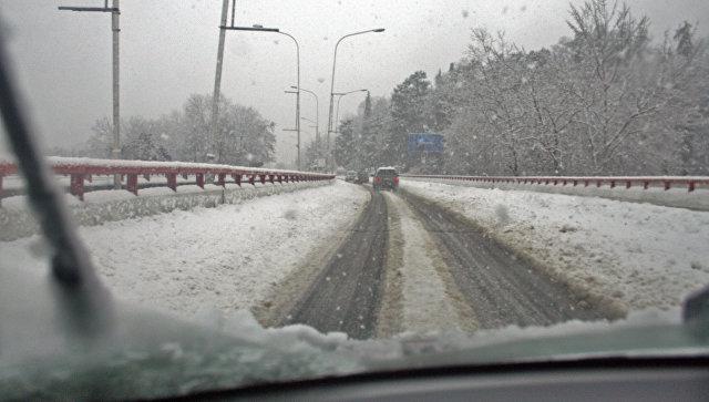 В Ростовской области из-за снегопада ограничили движение на четырех трассах