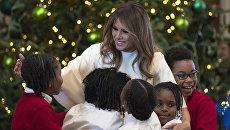 Первая леди Меланья Трамп встречает детей в Белом доме в Вашингтоне. Архивное фото