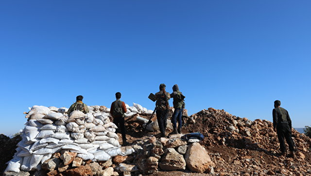 Cирийские повстанцы у курдского анклава Африн. Архивное фото