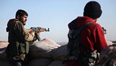 Бойцы Свободной сирийской армии обстреливают позиции курдов в районе Африна, Сирия. 20 января 2018