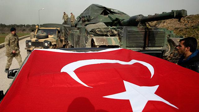 Турецкая военная техника в районе границы между Турцией и Сирией. Архивное фото