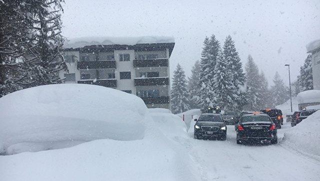 Давос в преддверии ВЭФ испытывает большие проблемы из-за снегопада
