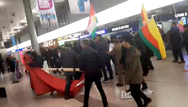 В аэропорту Ганновера подрались курды и сторонники Эрдогана