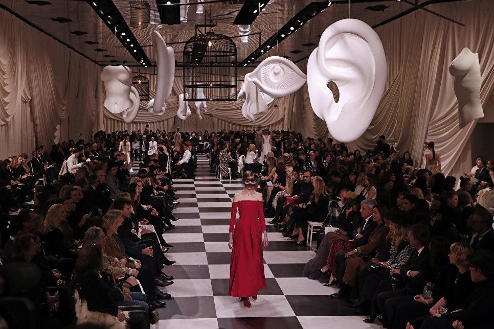 Показ коллекции Christian Dior в рамках Недели высокой моды в Париже