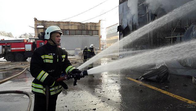 На северо-западе Москвы ликвидировали пожар на складе