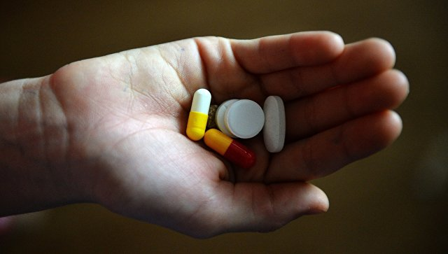 Таблетки в руке. Архивное фото