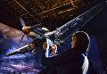Посетитель в экспозиции трехмерной панорамы битвы за Ленинград в январе 1943 года Прорыв на территории Кировского музея-заповедника Прорыв блокады Ленинграда