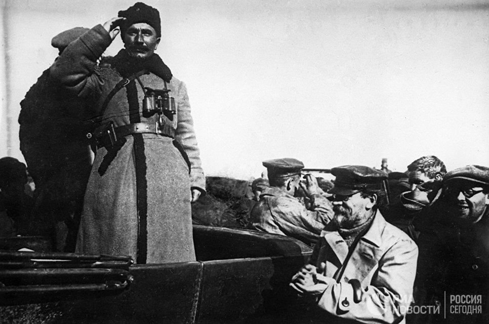 С.М.Буденный и М.И.Калинин в годы Гражданской войны в России. 1920 год