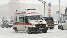 Машина реанимации во время снегопада на Тверской улице в Москве. 4 февраля 2018