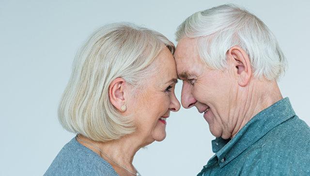 Пара старшего возраста. Архивное фото