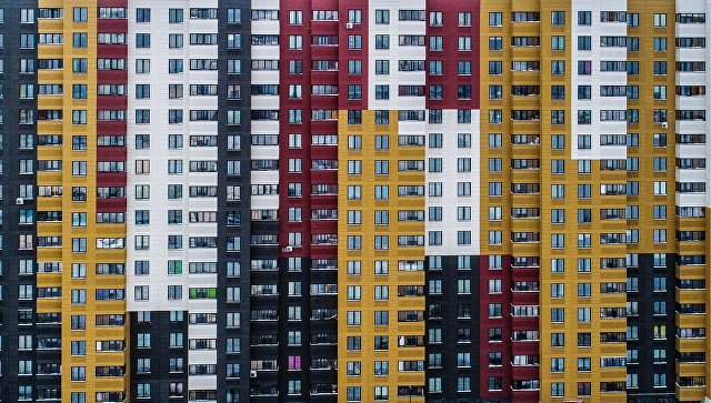 Специалисты: Семьям в российской столице нужно работать практически 10 лет для покупки квартиры