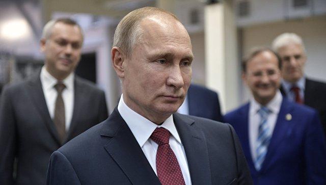 Президент РФ Владимир Путин во время посещения Института ядерной физики имени Г. И. Будкера в Новосибирске. 8 февраля 2018
