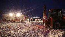 Сотрудники МЧС России в Раменском районе Московской области, где потерпел крушение самолет Ан-148 Саратовских авиалиний рейса 703 Москва-Орск. 11 февраля 2018