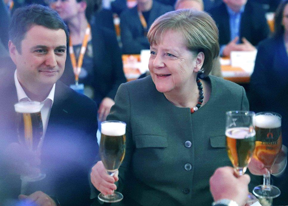 Канцлер Германии Ангела Меркель во время встречи Христианско-демократического союза Германии