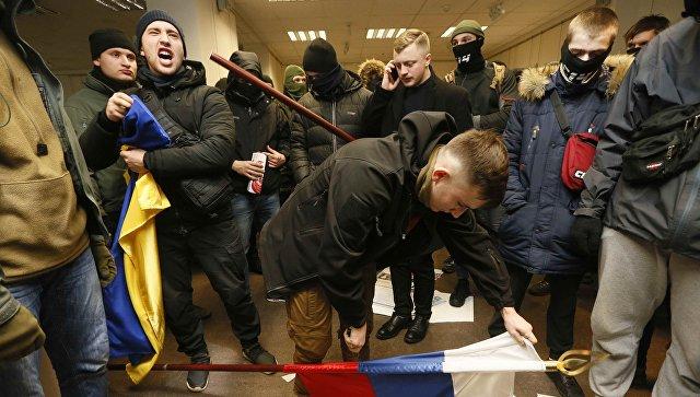 Радикалы в здании Российского центра науки и культуры в Киеве. 17 февраля 2018