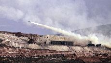 Турецкая артиллерия стреляет по позициям курдских формирований в районе Африна, Сирия. Архивное фото