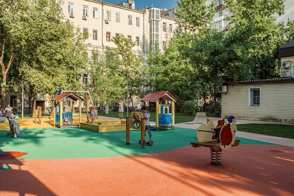 Детский городок на Валовой улице, дом 8-18-6