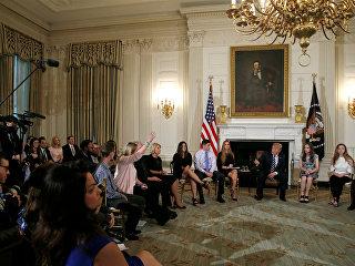 Президент США Дональд Трамп на встрече с учителями и учащимися школ. 21 февраля 2018