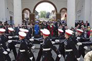 Военные во время парада в Великобритании