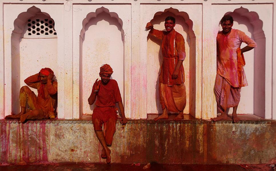 Фестиваль красок Холи в Нандгаоне