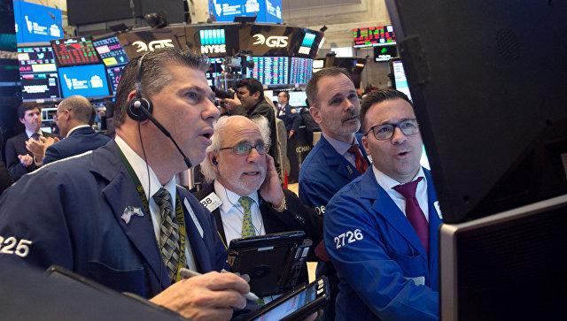 Трейдеры на Нью-Йоркской фондовой бирже. Архивное фото