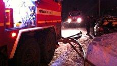 Сотрудники МЧС на месте пожара в Струнино, Владимирская область. 3 марта 2018