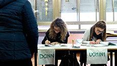 На одном из избирательных участков Рима во время парламентских выборов в Италии. 4 марта 2018