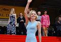 Американская актриса и член жюри Шэрон Стоун перед показом фильма режиссера Мартина Скорсезе Банды Нью-Йорка во время 55-го Каннского кинофестиваля. 20 мая 2002 года