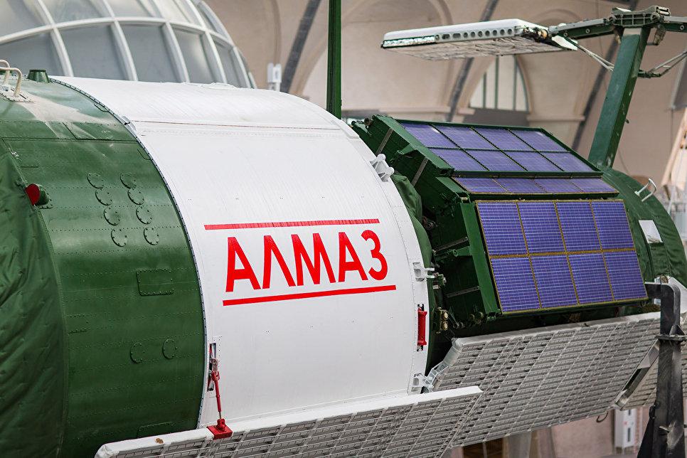 Макет автоматической орбитальной станции «Алмаз»