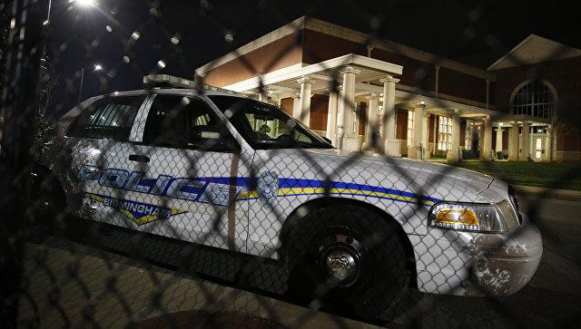 Полицейская машина рядом со школой Хаффмана в Бирмингеме в штате Алабама. 7 марта 2018