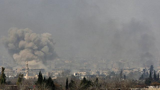 Дым после ударов в Восточной Гуте на окраине столицы Дамаска. Архивное фото