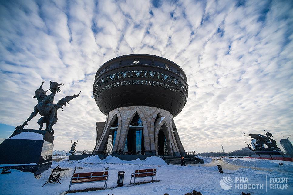 Статуи Ак-Барса и Центр семьи в Казани.