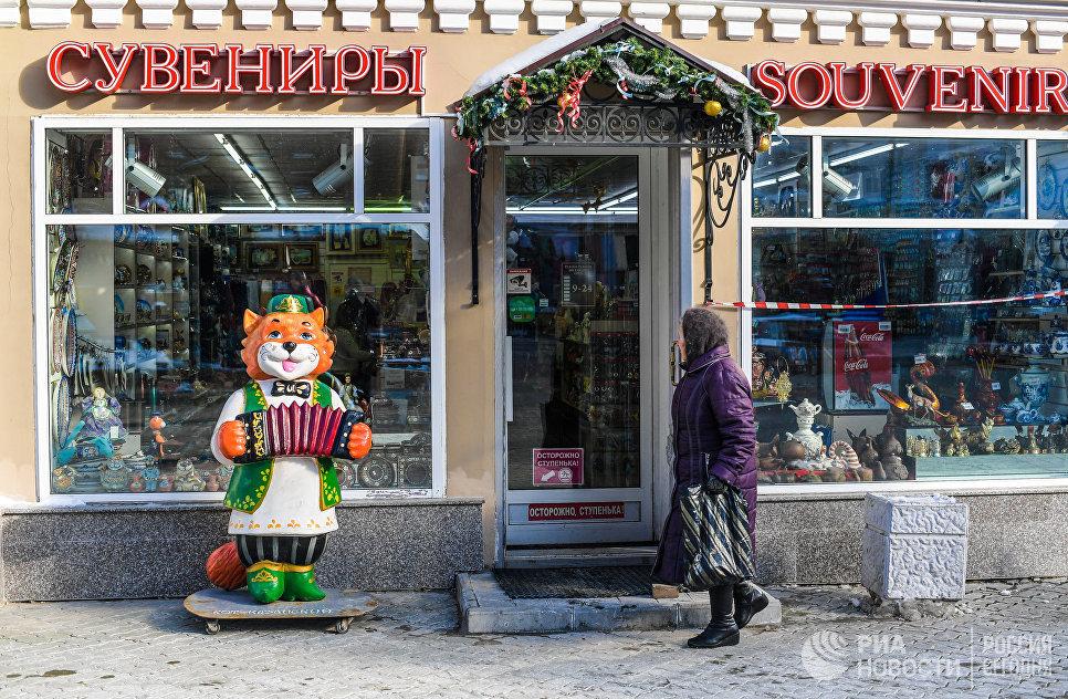 Сувенирный магазин на улице Баумана в Казани.