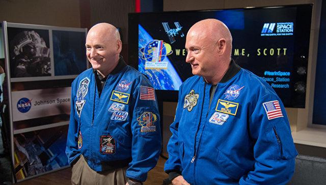 Скотт (слева) и Марк (справа) Келли, астронавты НАСА