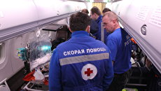 Эвакуация тяжелобольного пациента с помощью спецборта МЧС. Архивное фото