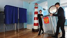 Подготовка к выборам президента РФ на избирательном участке в Ростовском колледже водного транспорта